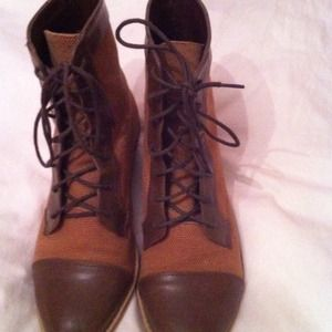 Shoes - Brown lace up combat boots