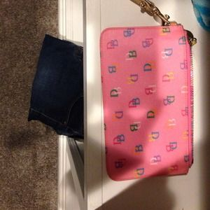 Dooney and Bourke clutch