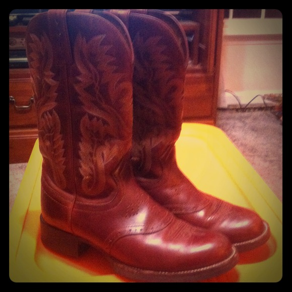 Justin Boots - **SOLD** Gorgeous chestnut Justin Boots