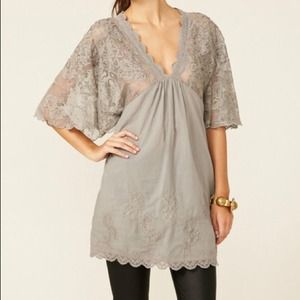 HP🎉Stunning embroidered tunic