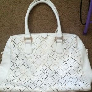 9/10 white tote bag, has lots of space!