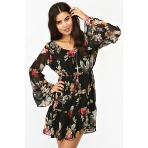 🔥HP🔥Floral chiffon bell sleeve black dress