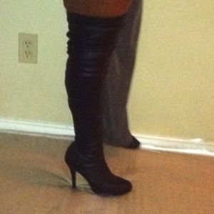 Thigh leather boots