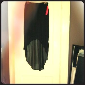 Hi-lo skirt from Target. Never worn, with tags. M