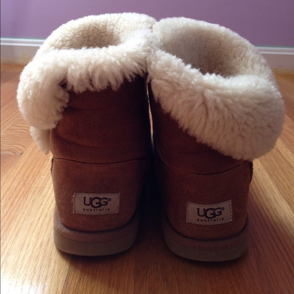 ... bailey button uggs folded down