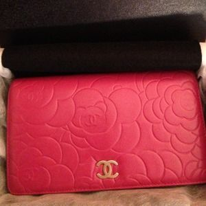 CHANEL Clutches & Wallets - CHANEL Camellia pink bi-fold wallet