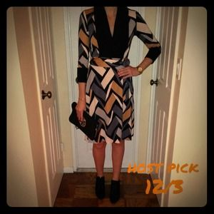 2x HOST PICKDVF Wrap Dresss