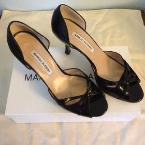 Manolo Blahnik Shoes - Manolo Blahnik d'orsay Pumps