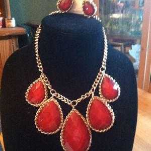 Jewelry - Stunning statement necklace with earrings