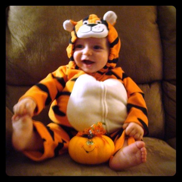 ***SOLD***Baby Tiger Costume  sc 1 st  Poshmark & Carteru0027s Costumes | Soldbaby Tiger Costume | Poshmark