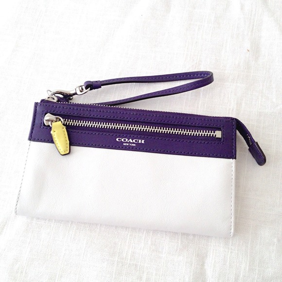 Coach Clutches & Wallets - 🔱Coach Legacy Colorblock Zippy Wristlet Wallet🔱 2