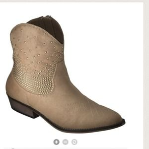 Mossimo Shoes - New cute beige boots. Size 5.5.