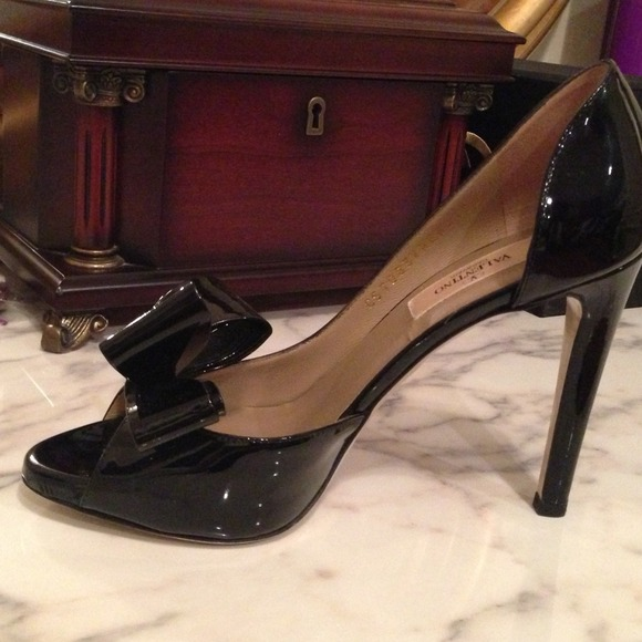 Valentino Shoes - New, Valentino black size 6.5💗💗💗 4