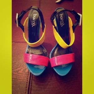Bucco color blocked sandal sz 9