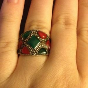 Jewelry - Gorgeous vintage ring💚