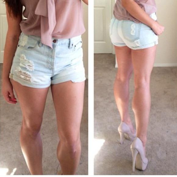 Forever 21 - Light Wash High Waisted Denim Shorts from Jocelyn's ...