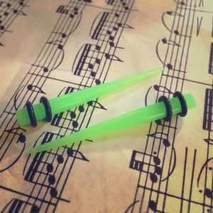 Jewelry - 4G Lime Green Tapers