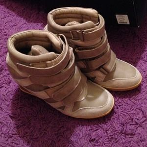 BDG. Size 8 taupe color sneaker wedges. From urban