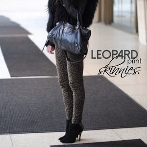 flash sale🔻leopard print skinny jeans