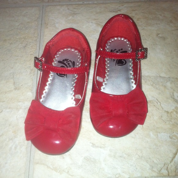 Toddler girls red dress shoes Toddler 8 from Maggie&-39-s closet on ...