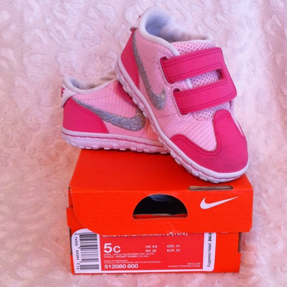 Girls/Toddler NIKE Size 5