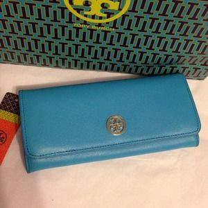 Tory Burch Clutches & Wallets - 💯% Authentic TORY BURCH Robinson Wallet