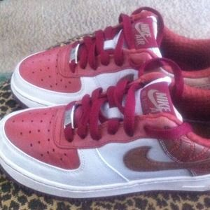 Nike AF1 Top Notch Tennis Shoe! YOUTH SIZE 4!