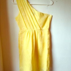 Yellow, one-shoulder mini.