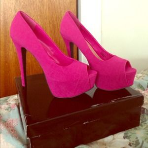 Shoes - Pretty In Pink Peep Toe Pump