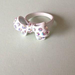 Jewelmint Jewelry - Jewelmint Take A Bow Ring Size 6