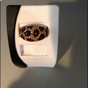 Beautiful Sparkly Animal Print Ring in Sz 9