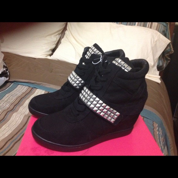 studded wedge tennis shoes 8 from tamie s closet on