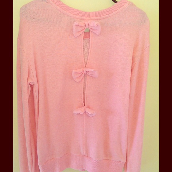 Forever 21 - 🌺 NWOT Pink bow back sweater 🌺 from Jordan's closet ...