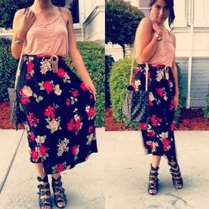 Floral midi skirt! 💕🌸