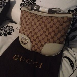 😀sold😀Authentic Gucci Cross Body Brand New