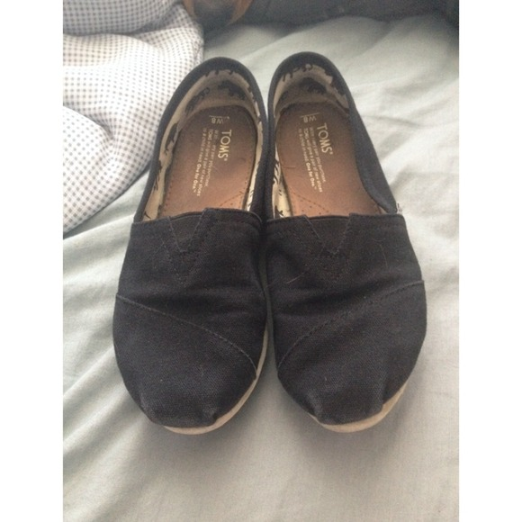 how to clean toms shoes at home
