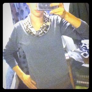 Tops - Cute turtle neck sweater!