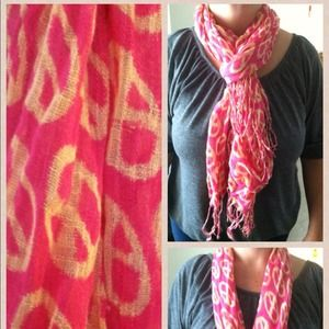 Accessories - Adorable pink ✌peace sign scarf