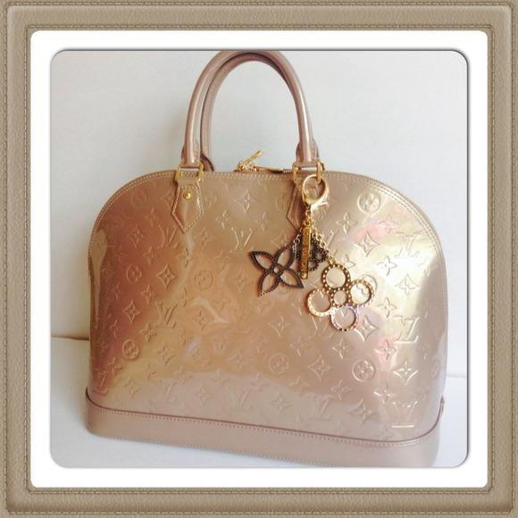 Louis Vuitton Handbags - LOUIS VUITTON ALMA GM BEIGE POUDRE  MI1242