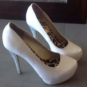 shoedazzle Shoes - Ivory pumps