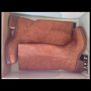 Frye Boots - OFFERS!!!!!! NIB Frye Campus Boots Saddle Size 9.5