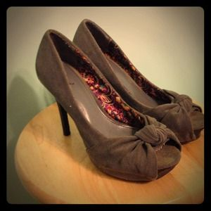 REDUCED Gray Suede Pumps