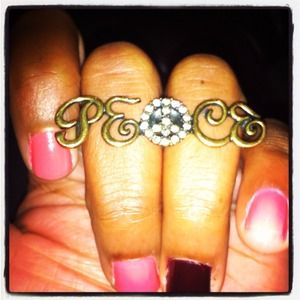 Peace knuckle ring
