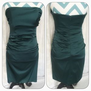 Suzy Chin Dresses & Skirts - Stunning strapless emerald dress 💋