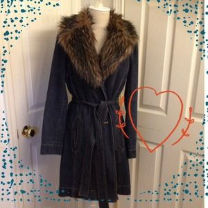 🎉Host Pick🎉Gorgeous Denim Coat with Fur Collar