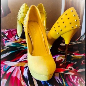 PRICE LOWERED New ShoeDazzle heels