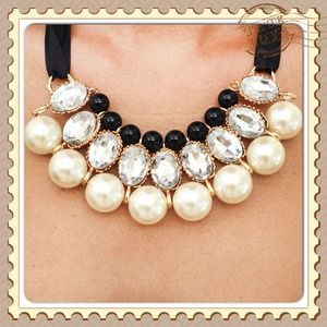 New Elegant Ribbon Faux Pearl Necklace Choker.
