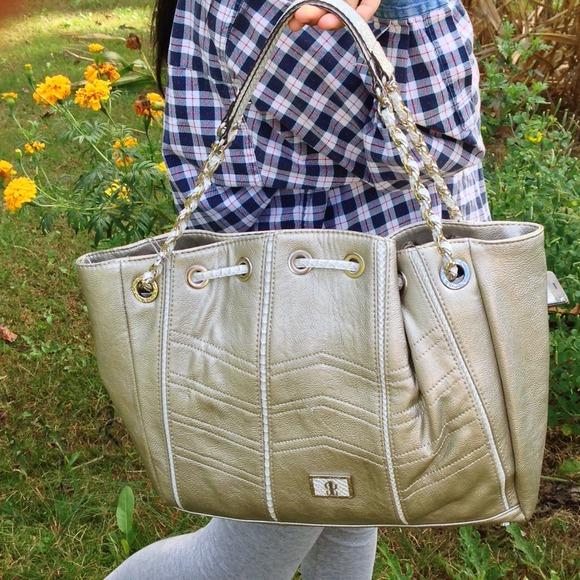 J-LO Handbags - Big handbag very roomy