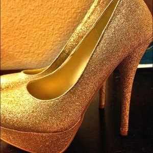 REDUCED! 🎉 Gold sparkling heels! 💛