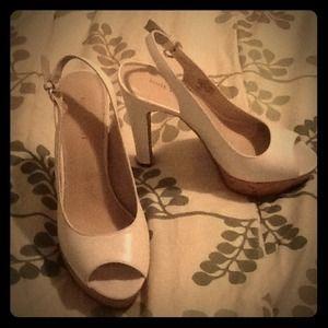 Nine West peep toe sling back heels sz 6